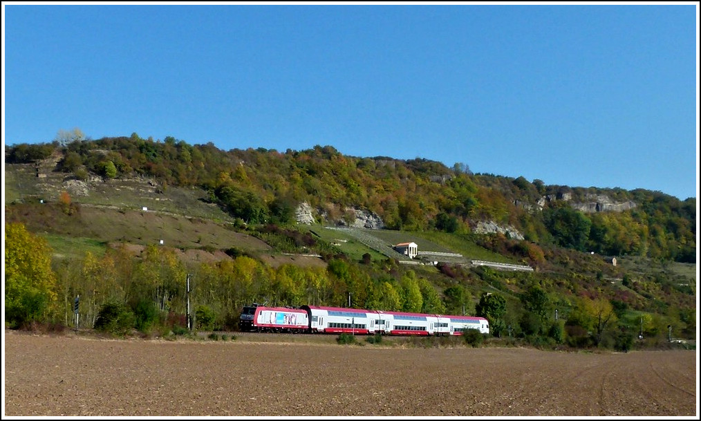 A CFL push-pull train pictured near Igel on October 16th, 2011.