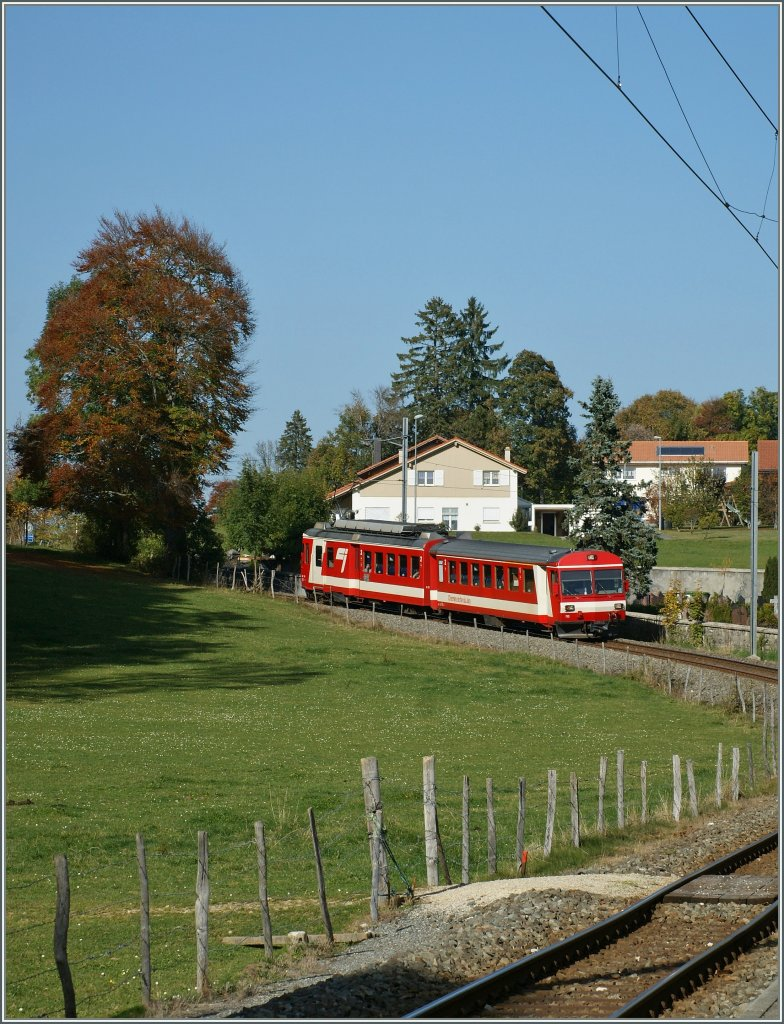 A CJ local train by Les Breuleux. 