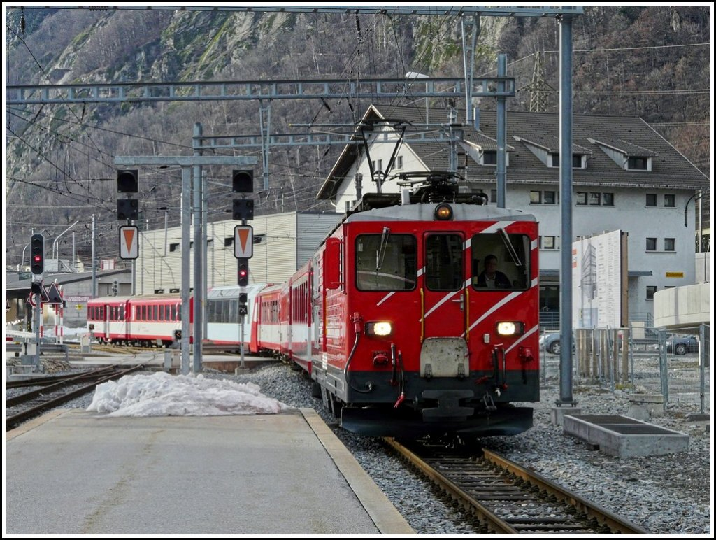 A Deh 4/4 II is entering with its train into the MGB station of Brig on December 26th, 2009.