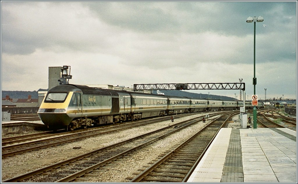 A  First  HST from London is leaving Cardiff to Abertawe.