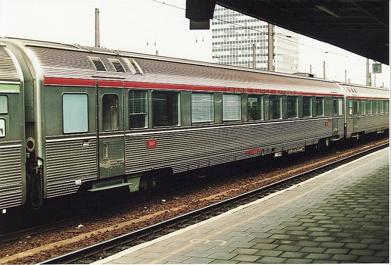 A INOX ex-TEE dinning car. At that time in use for Eurocity trains between Amsterdam/Brussel and Paris. Brussel-Zuid 1994.
