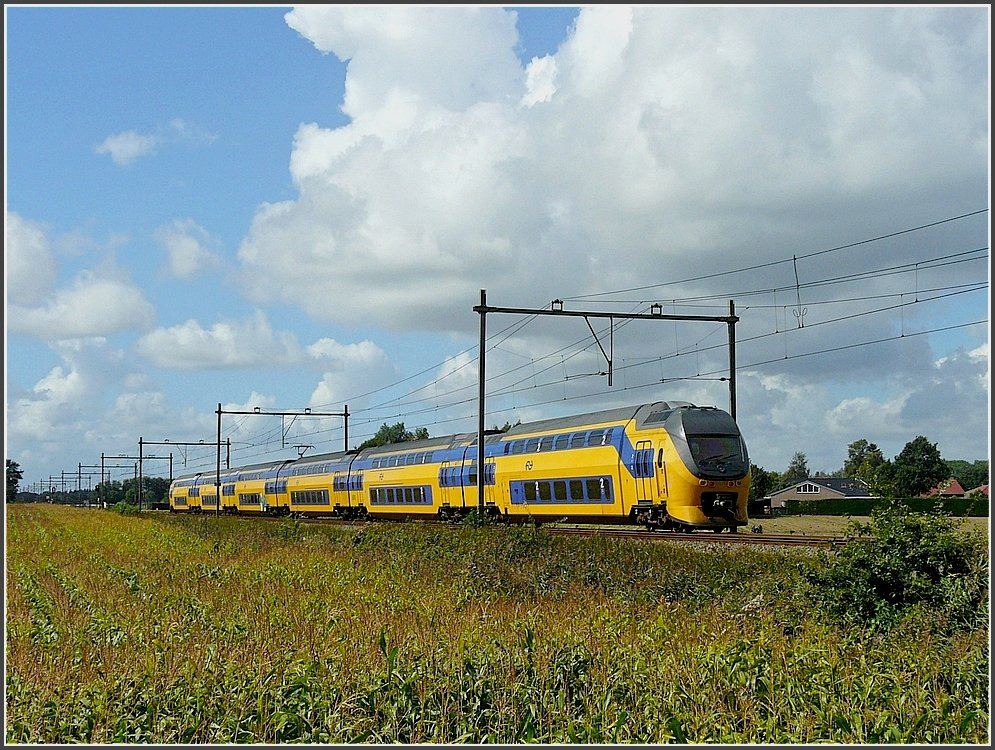 A local train pictured between Etten-Leur and Hoeven on September 5th, 2009.