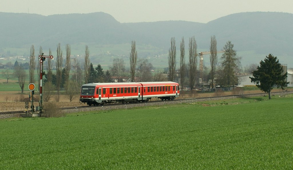 A local train in the Klettgau country by Neunkirch. 