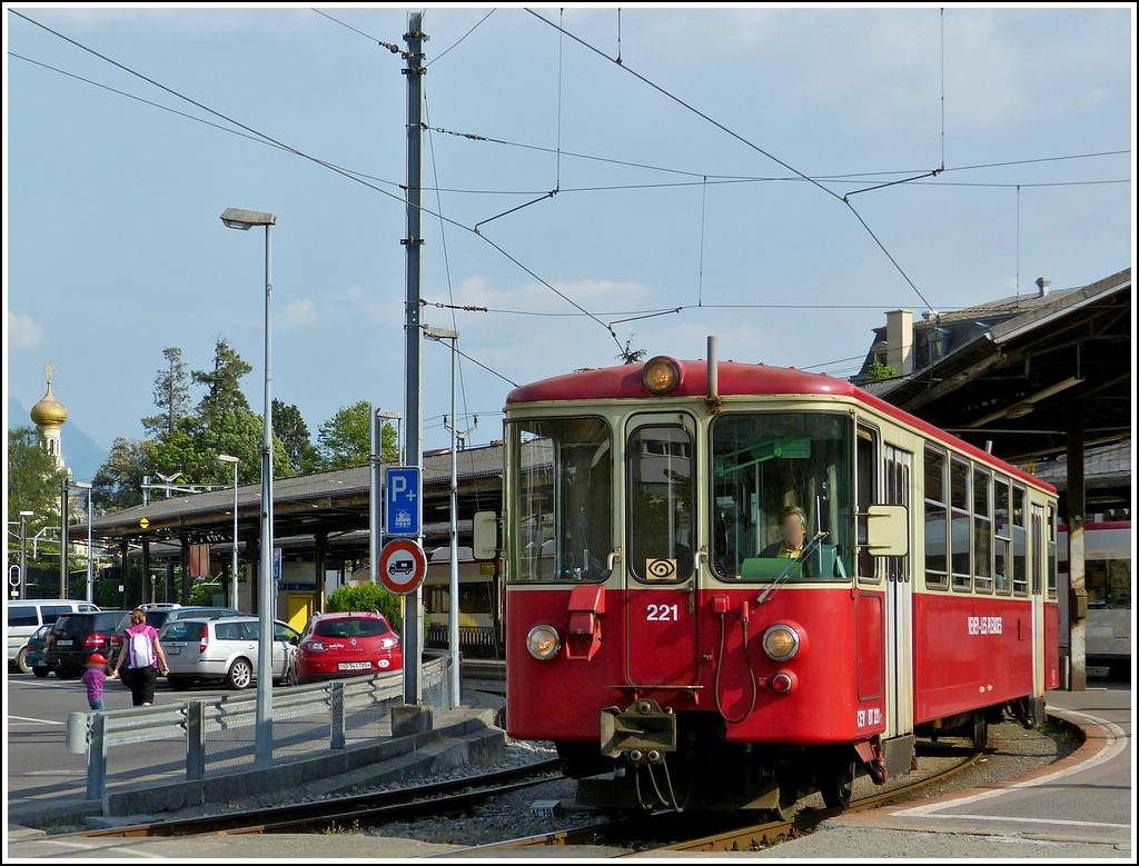 A local train to Blonay is leaving the station of Vevey on May 25th, 2012.
