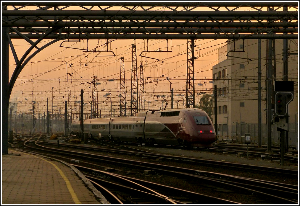 A PBKA Thalys unit is leaving the station Bruxelles Midi in the evening of November 12th, 2011.