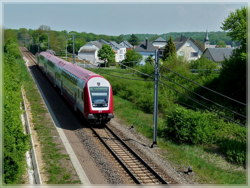 A push-pull train as RE Trier - Luxembourg City is running through Moutfort on April 14th, 2011.