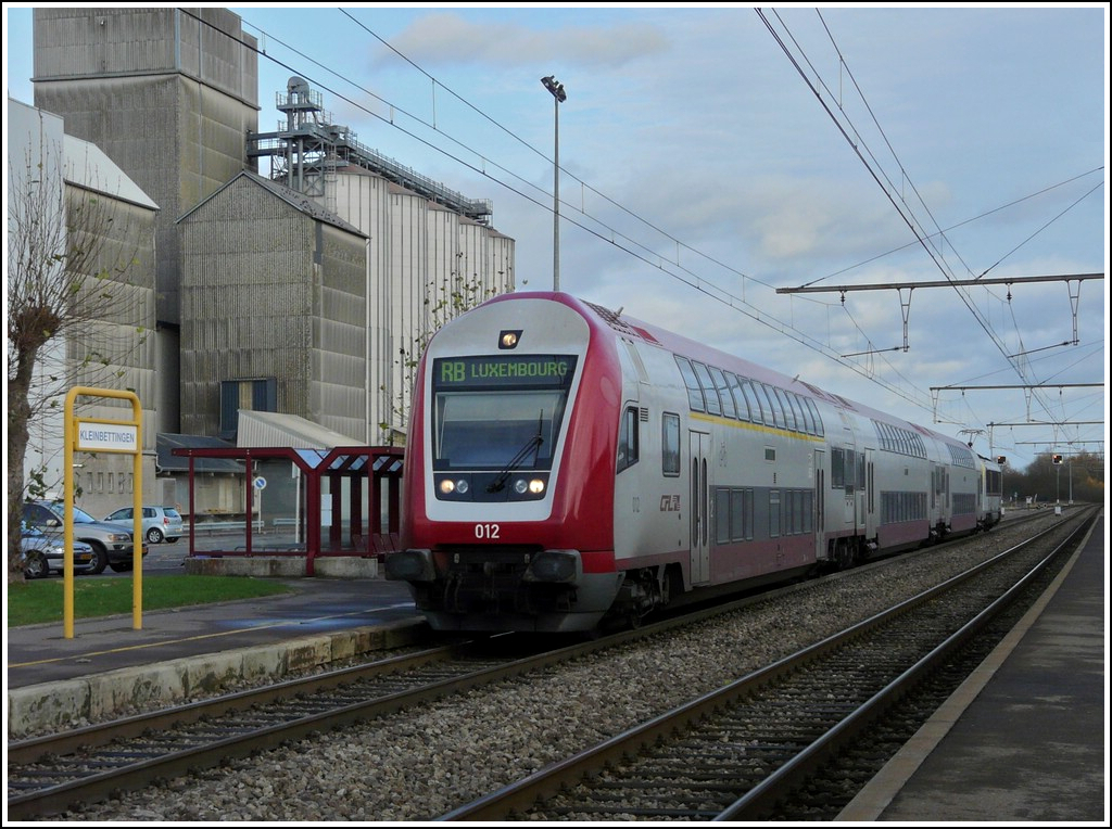 A push-pull train is entering into the station of Kleinbettingen on November 15th, 2009.