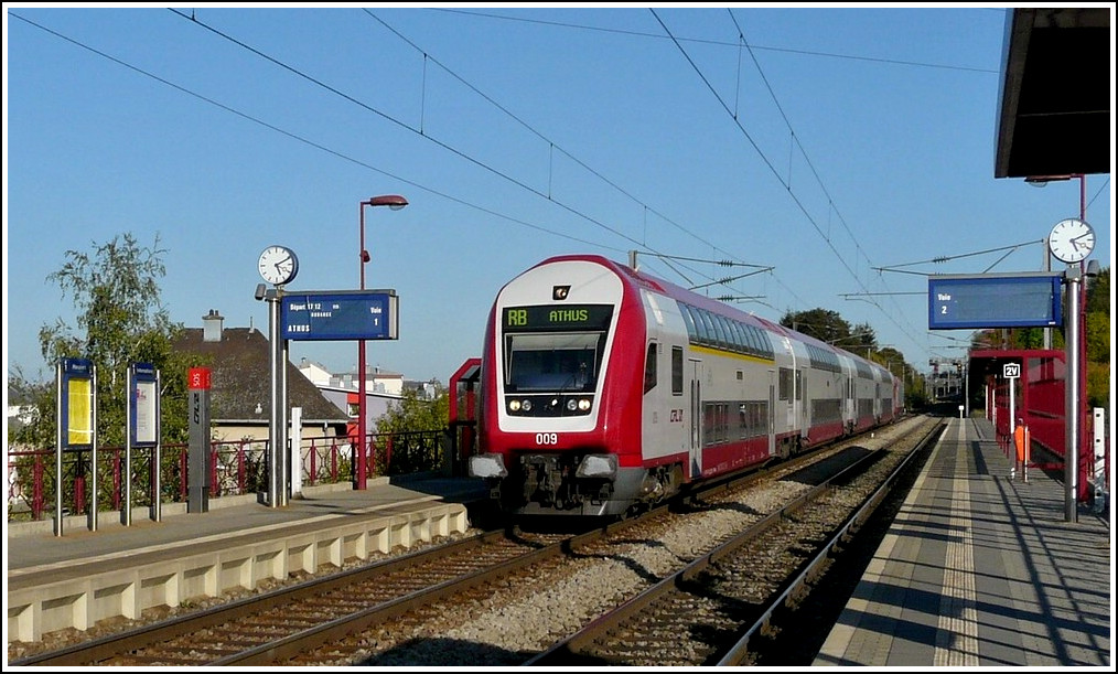 A RB to Athus (Belgium) is arriving at the stop Lamadelaine on October 1st, 2011.