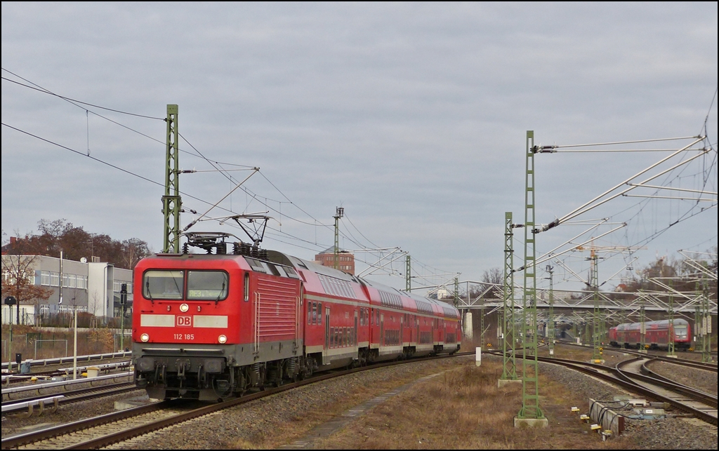 A RE 3 to Elsterwerda is entering into the station Berlin Südkreuz on December 29th, 2012.
