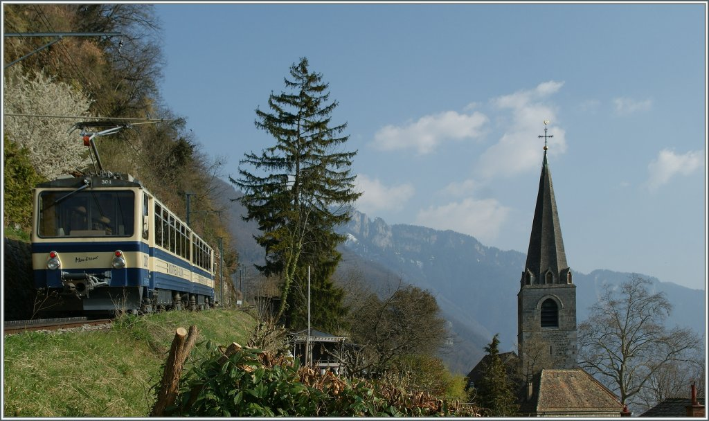 A Rochers de Naye train on the way to the summit by Les Planches (Montreux) 