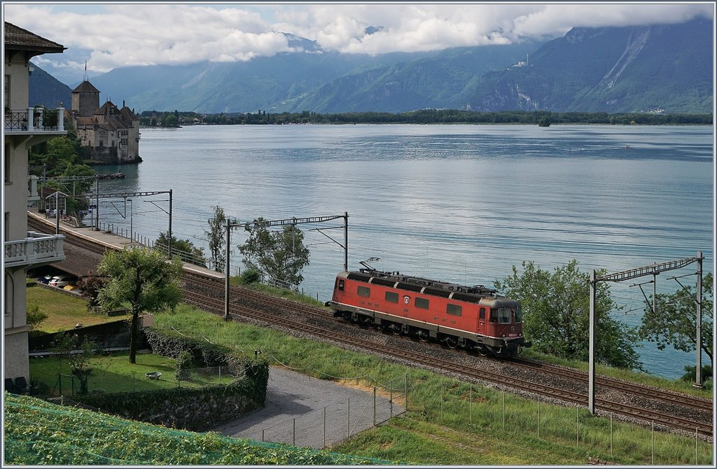 A SBB Re 6/6 by the Castle of Chillon.