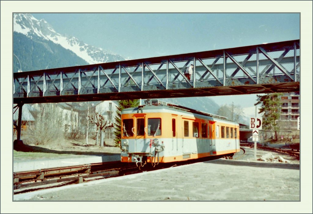 A SNCF Z600 is arriving at Chamonix. 