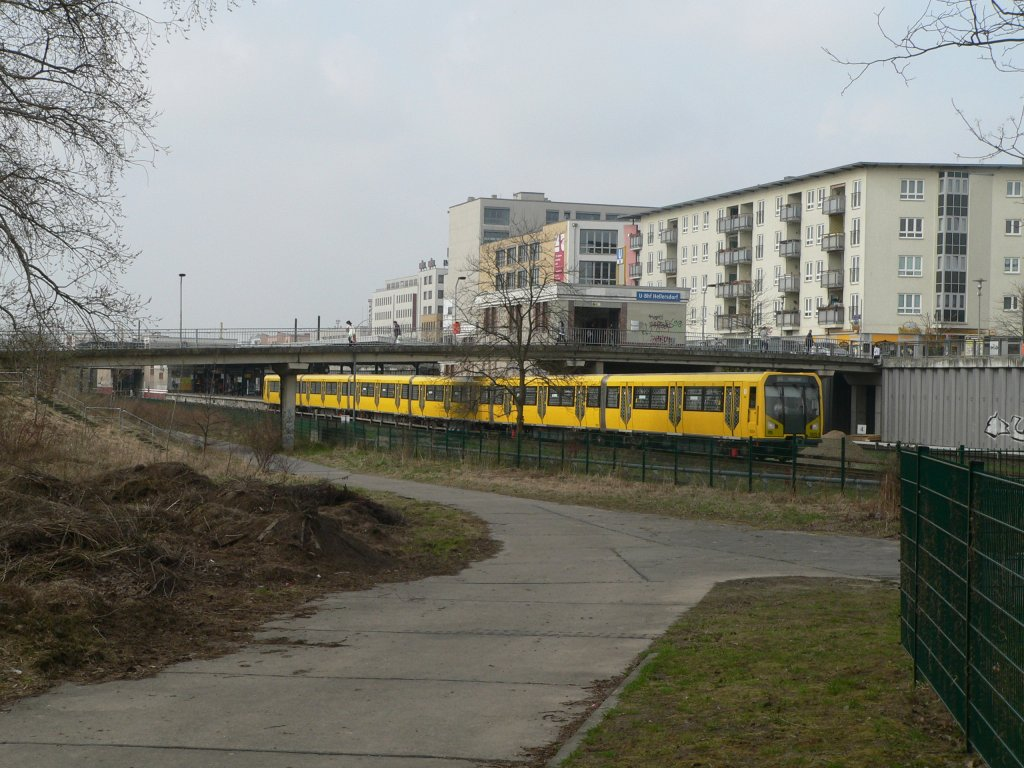 A U5 metro train in Berlin Hellersdorf, 2011-04-02