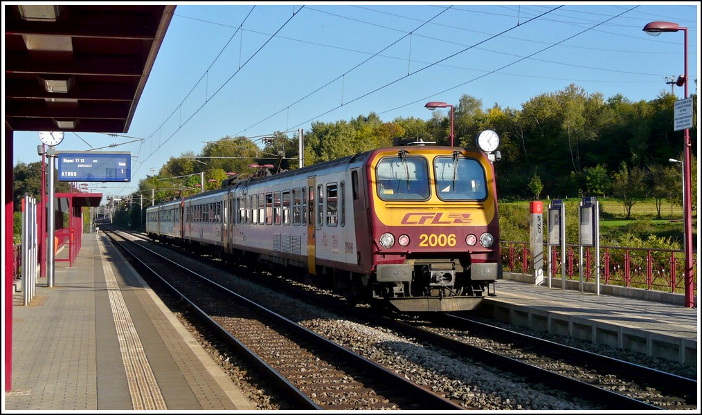 A Z 2000 double unit is leaving the stop in Lamadelaine on October 1st, 2011.