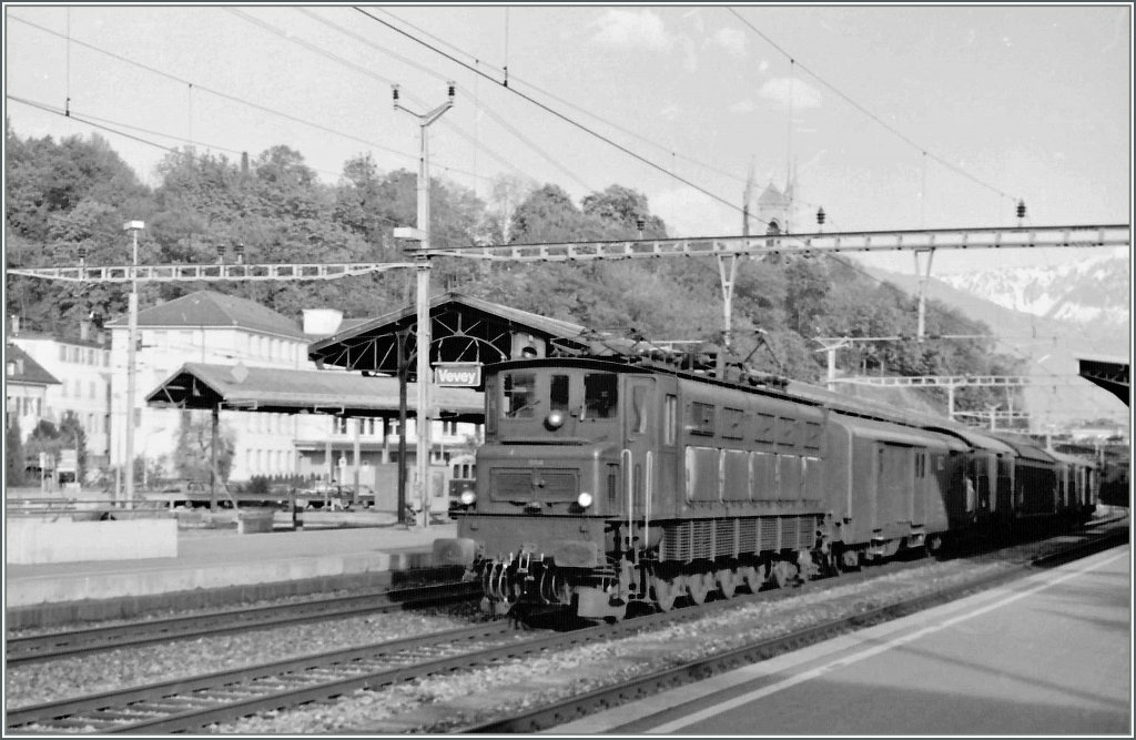 Ae 4/7 with a mail-train in Vevey.