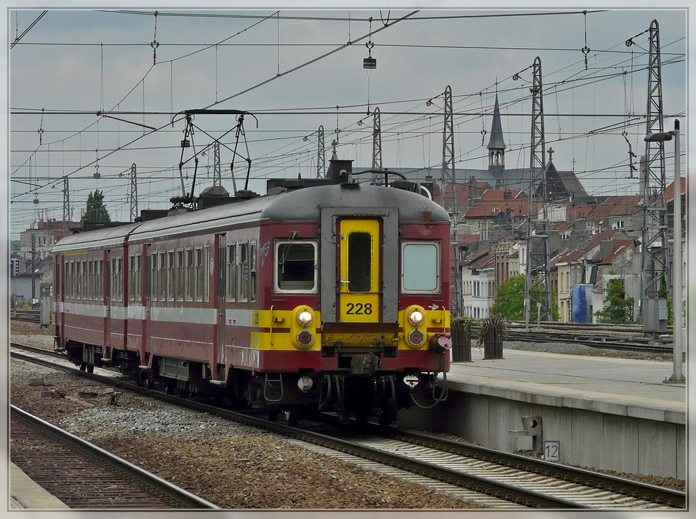 AM 63 228 is entering into the station Bruxelles Nord on May 8th, 2010.