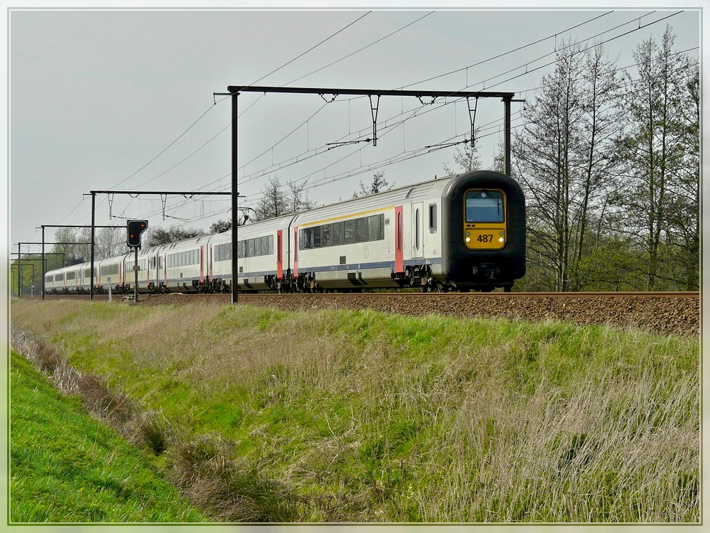 AM 96 triple unit is running through Hansbeke on April 10th, 2009.