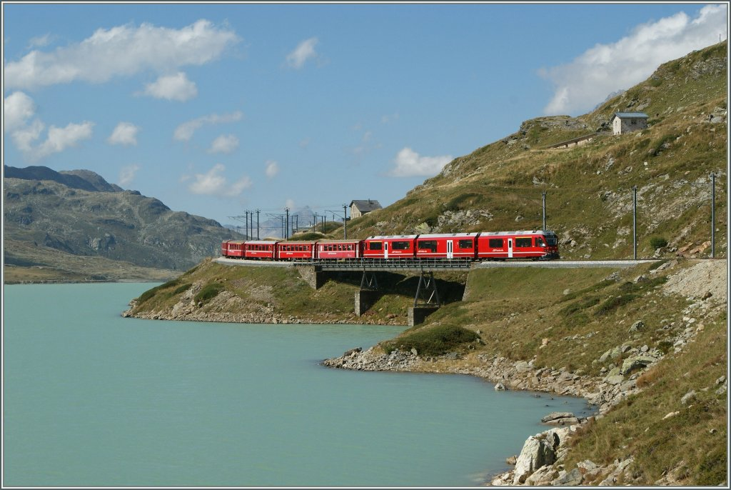 An  Allegra  with a local train by the Lago Bianco on the way to Tirano. 
