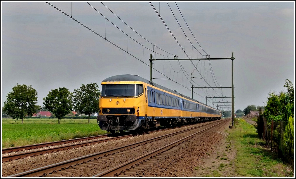 An IC to Roosendaal is running between Etten-Leur and Hoeven on September 2nd, 2011.