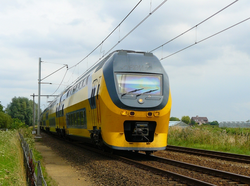 An IRM unit at full speed between Schiphol airport and Leiden. Sassenheim 09-08-2009.