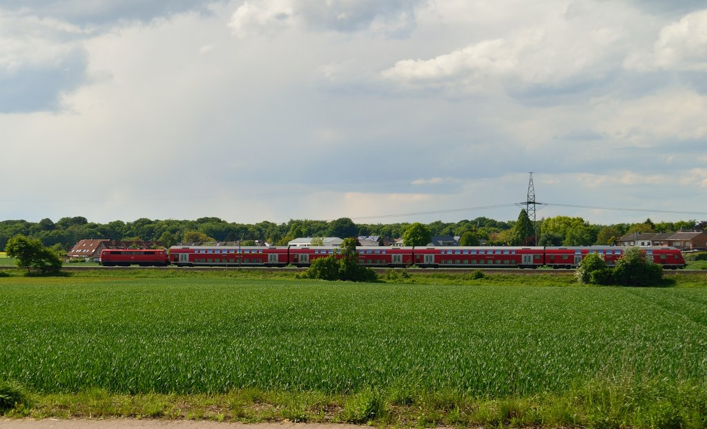 An RE4-train on it's way to Aachen mainstation somewhere between Wickrath and Herrath on friday 25th of may 2013