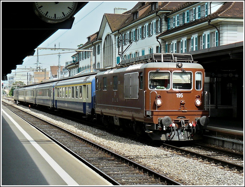 BLS Re 4/4 195 is heading a local train in Thun on August 4th, 2008.