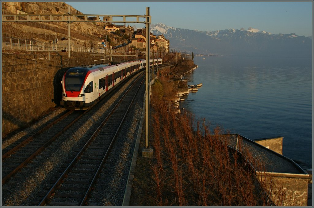 By the last evening sunshine is running a Flirt on the lake site to Villeneuve. 