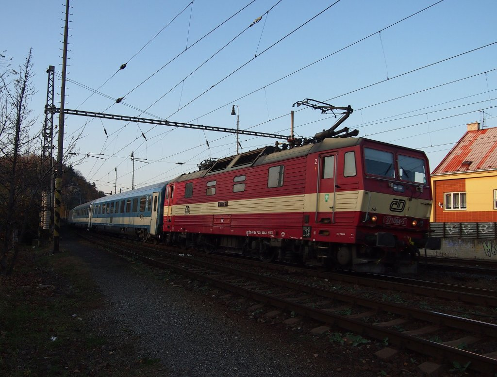 CD 371 004 on the railway station Kralupy on the 13 Nov 2012