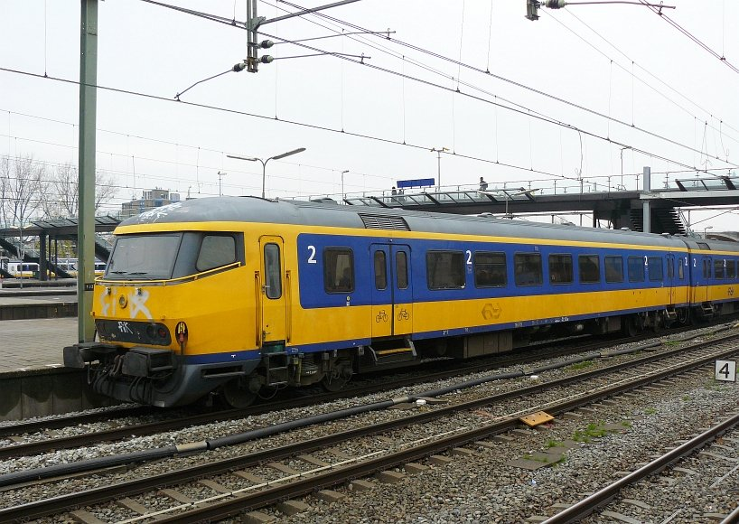 Control car class ICR number 50 84 82 77 007-9. Rotterdam Centraal Station 11-11-2009.