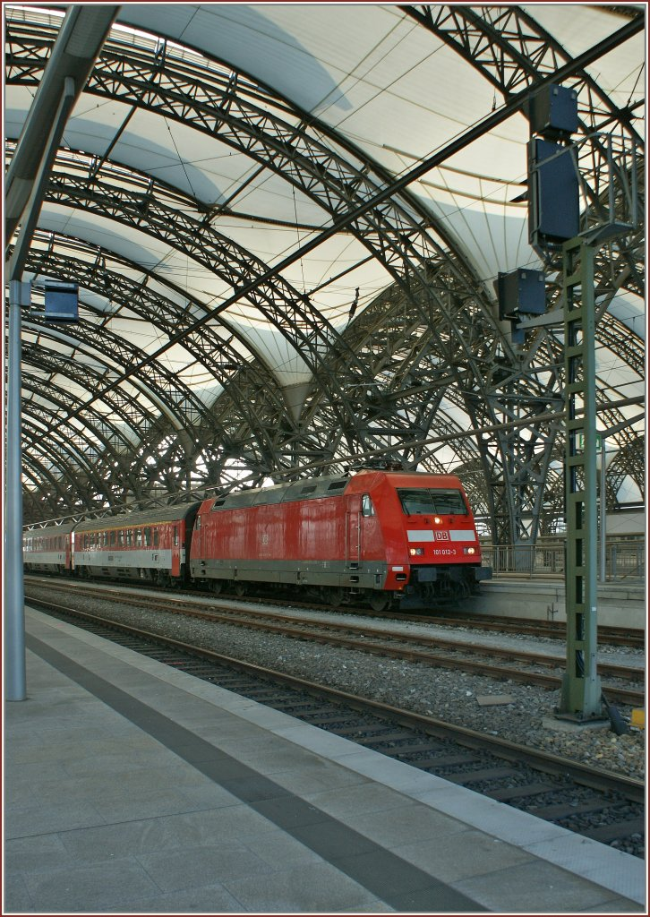 Db 101 012 3 with the ec 178 from praha to berlin in for Berlin to dresden train