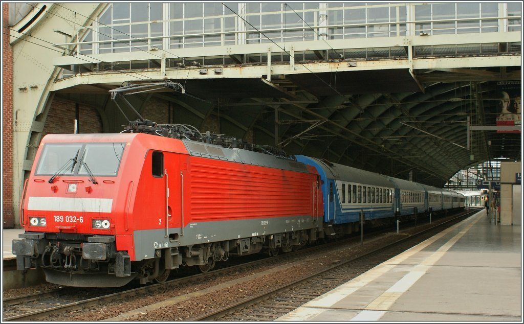 Db 189 032 6 with a overnight train to russia by the stop for Berlin to dresden train