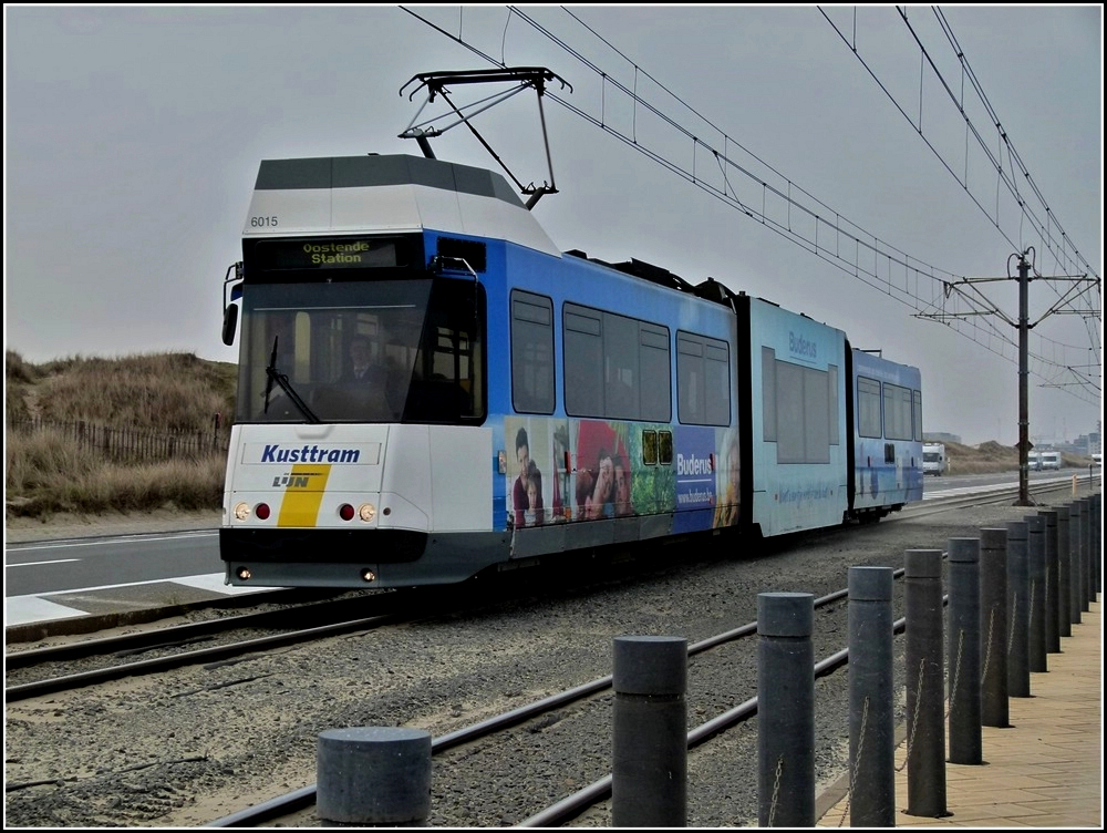 De Kusttram N° 6015 is running between Middelkerke and Raversijde on March 27th, 2011.