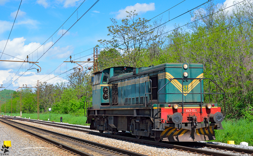 Diesel loc 643-032 is running through Maribor-Tabor on the way to Tezno yard. /3.5.2013