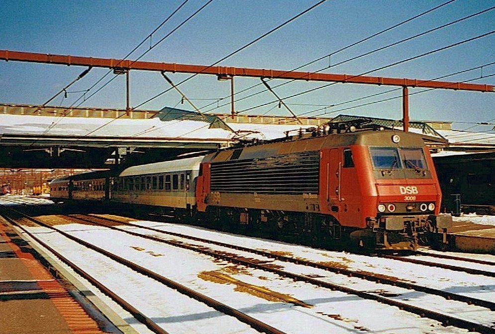 DSB EA 3008 with Interregio to Hannover in Fredericia. 