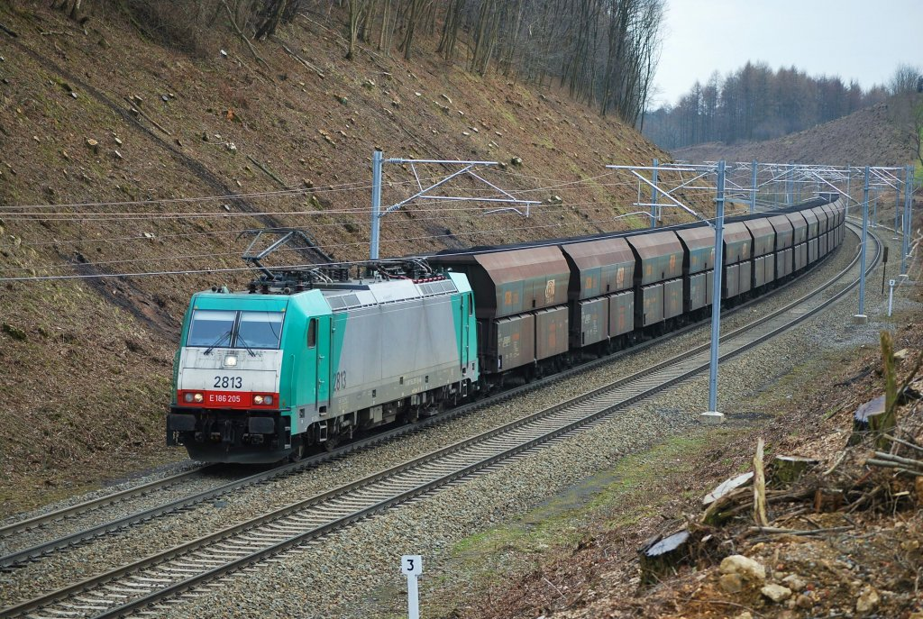 Freight train on the Montzen route towards the German border. Nouvelaer, March 2009.