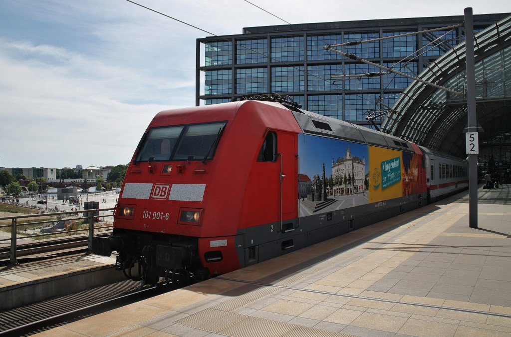 Here 101 001-6 with IC143 from Schiphol Airport to Berlin Ostbahnhof. Berlin central station, 26.5.2012.