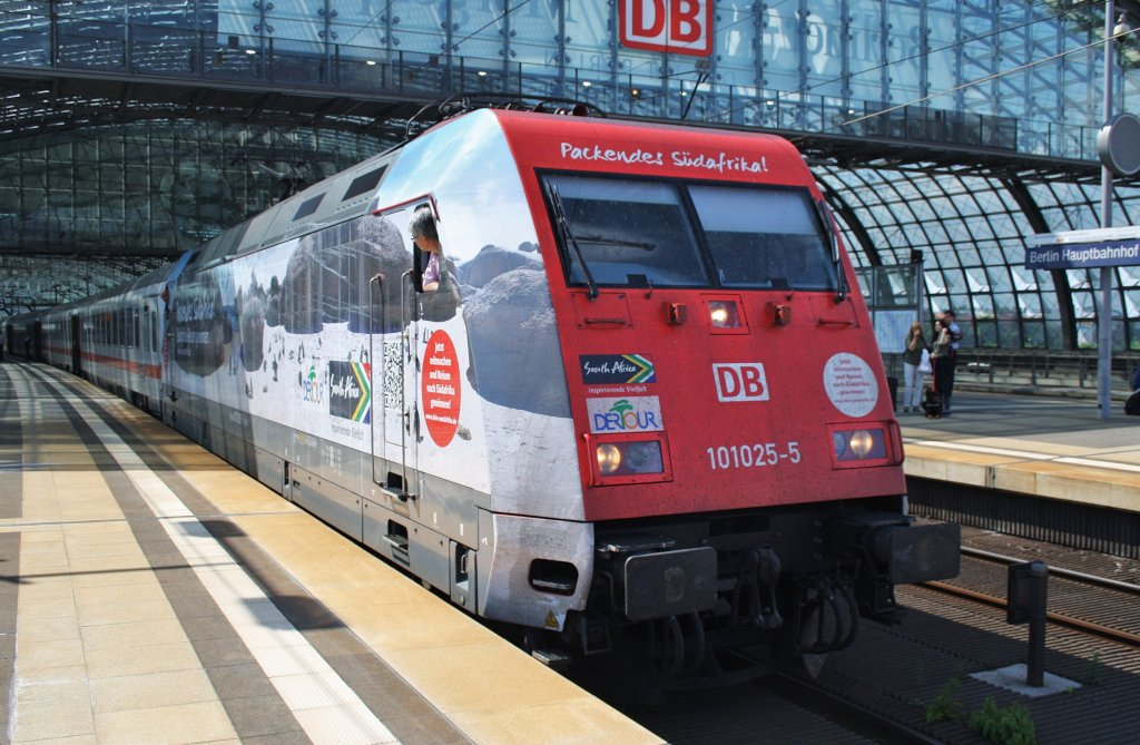Here 101 025-5 with IC143 from Schiphol Airport to Berlin Ostbahnhof. Berlin central station, 6.4.2012.