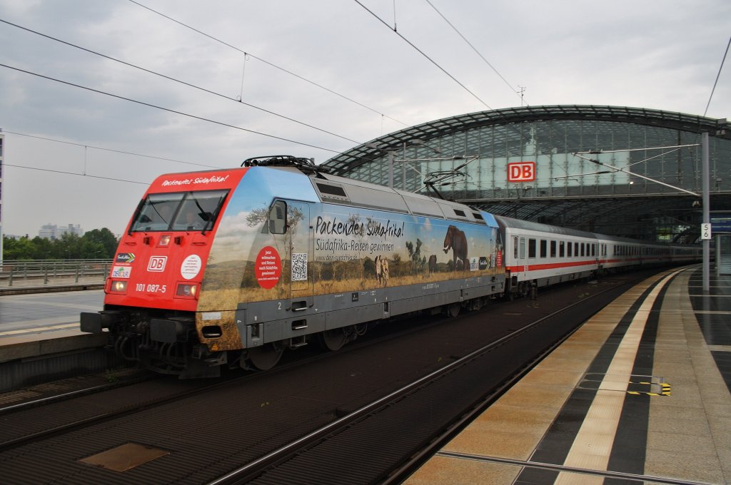 Here 101 109-7 with IC148 from Berlin Ostbahnhof to Schiphol Airport. Berlin central station, 4.7.2012.