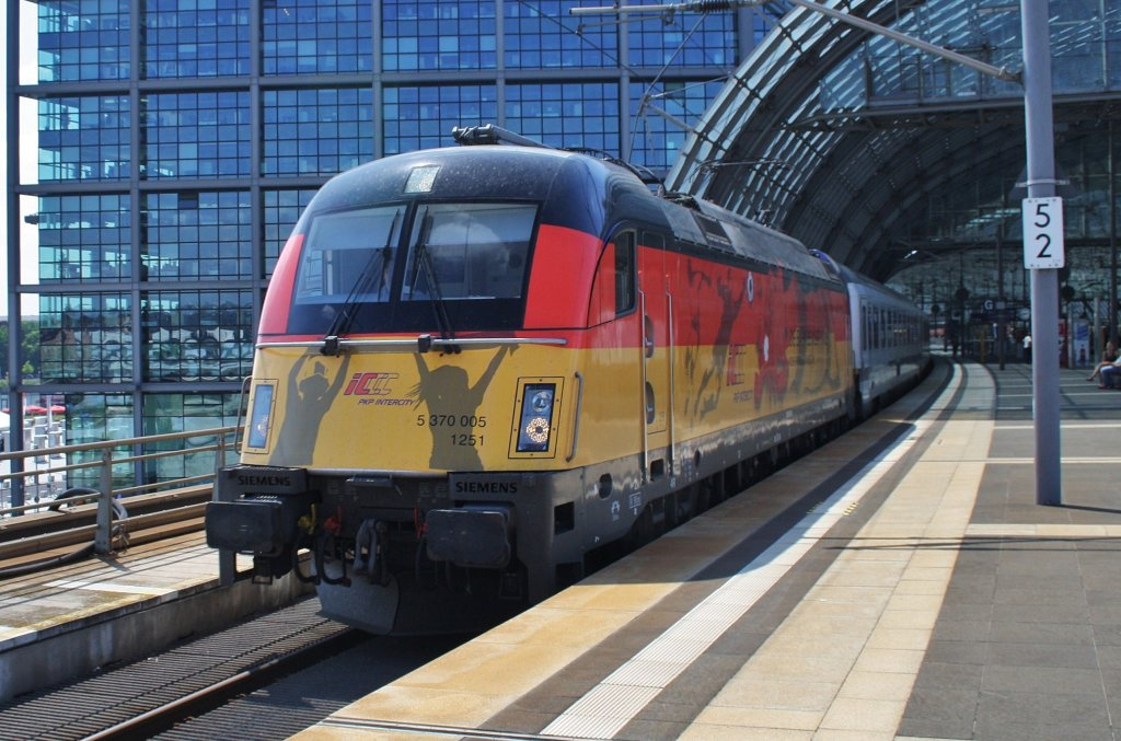 Here 5 370 005 with EC45 from Berlin central station to Warszawa Wschodnia. Berlin central station, 4.7.2012.
