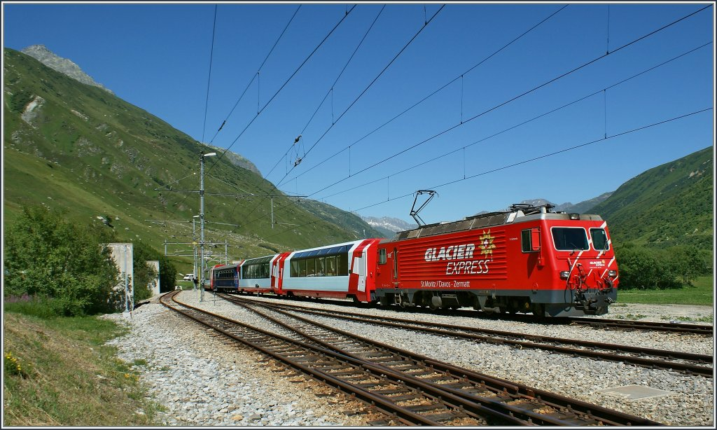 HGe 4/4 with Glacier Express Davos - Zermat in Realp.19. 07.2010