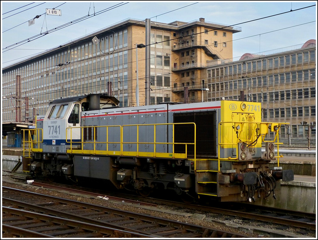HLD 7741 pictured in Bruxelles-Midi on November 12th, 2011.