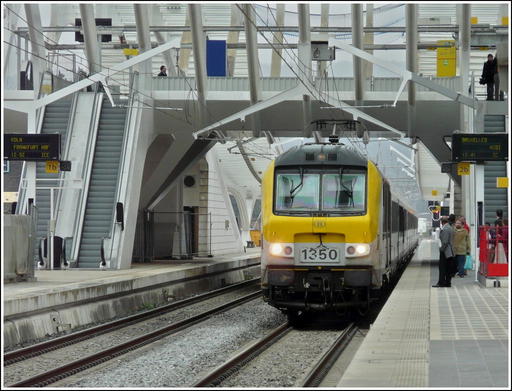 HLE 1350 is hauling the IC to Bruxelles Midi into the station Liège Guillemins on September 12th, 2008.