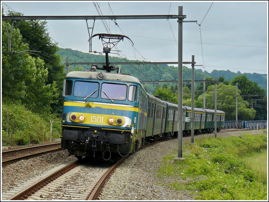 HLE 1501 is running with its special train between Rivage and Hamoir on June 28th, 2008.