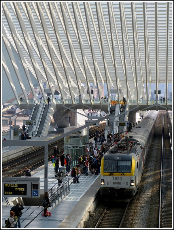 HLE 1833 is hauling the ICa 535 Eupen - Oostende into the station Liège Guillemins on March 23rd, 2012.