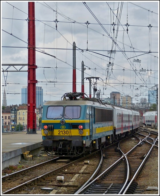 HLE 2130 is pushing its train out of the station Bruxelles Midi on June 22nd, 2012.