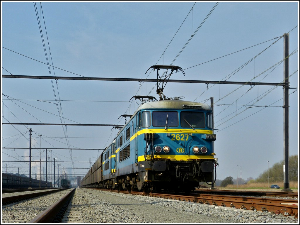 HLE 2627 and 2633 pictured with a freigth train in Antwerpen Noord Zandvliet during the special journey  Adieu Série 26  on March 24th, 2012.
