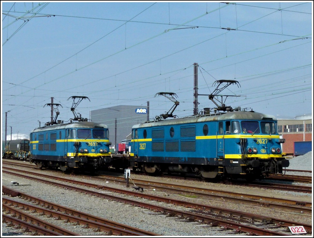 HLE 2627 and 2633 pictured in Antwerp on March 24th, 2012.