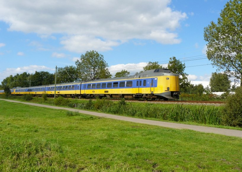 ICM-IV number 4237 with unknown ICM-III as Intercity Leiden - Utrecht pictured near Leiden 14-09-2008.