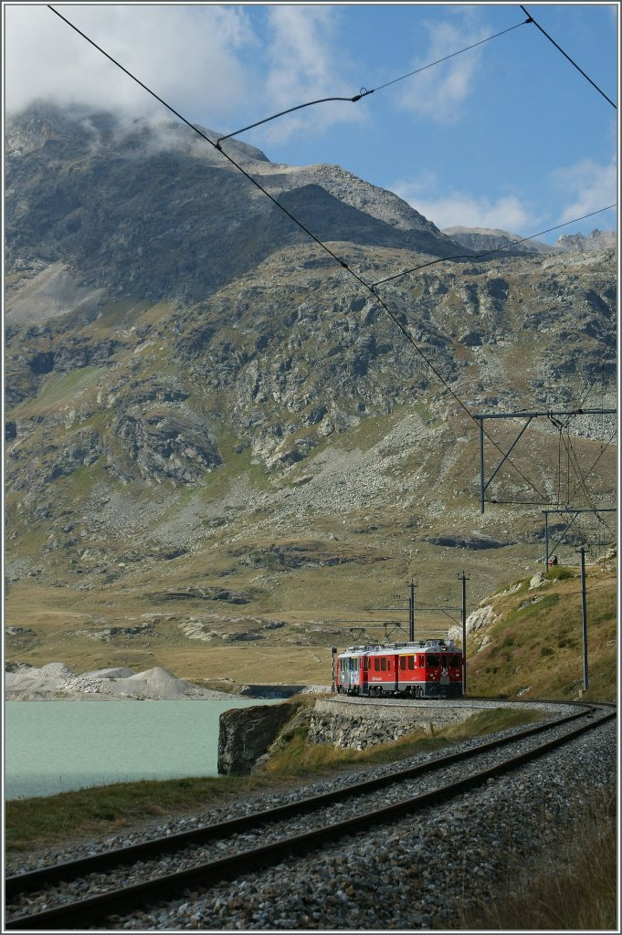 In a few time this Bernina Express will by on highest point of his Journey: Bernina Osoizia. 