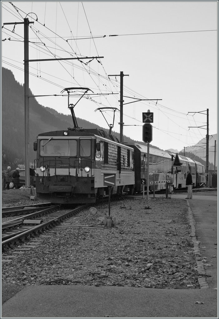 In Black and White: GDe 4/4 with a Golden Pass Panoramic is arriving at Saanen. 